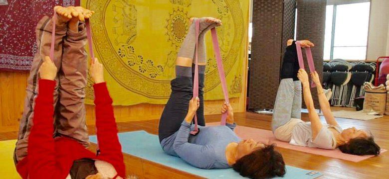 奈良市 ヨガ 教室 「アロマヨガ ウーシア 」がんばらないヨガで心と身体の不安を解消